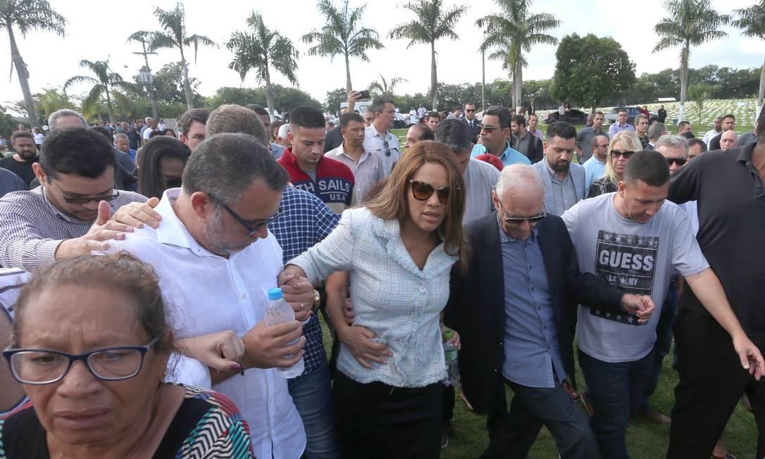 O pastor Anderson do Carmo, marido da deputada federal e cantora gospel Flordelis (PSD), foi enterrado no Memorial Parque Nycteroy Foto: Fabiano Rocha / Agência O Globo