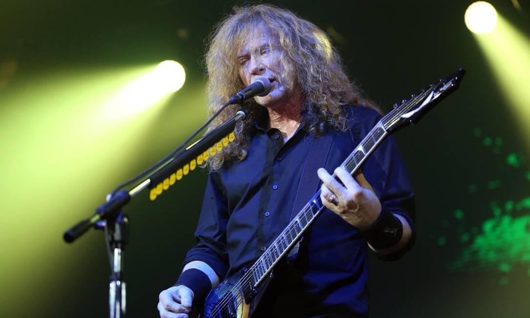 Dave Mustaine, líder do Megadeth, revela que tem câncer na garganta