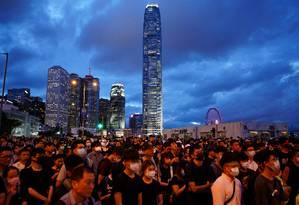 Manifestantes em Hong Kong defendem arquivamento de projeto sobre deportação de pessoas para a China continental e exigem a saída da chefe do executivo da cidade, Carrie Lam Foto: ATHIT PERAWONGMETHA / REUTERS