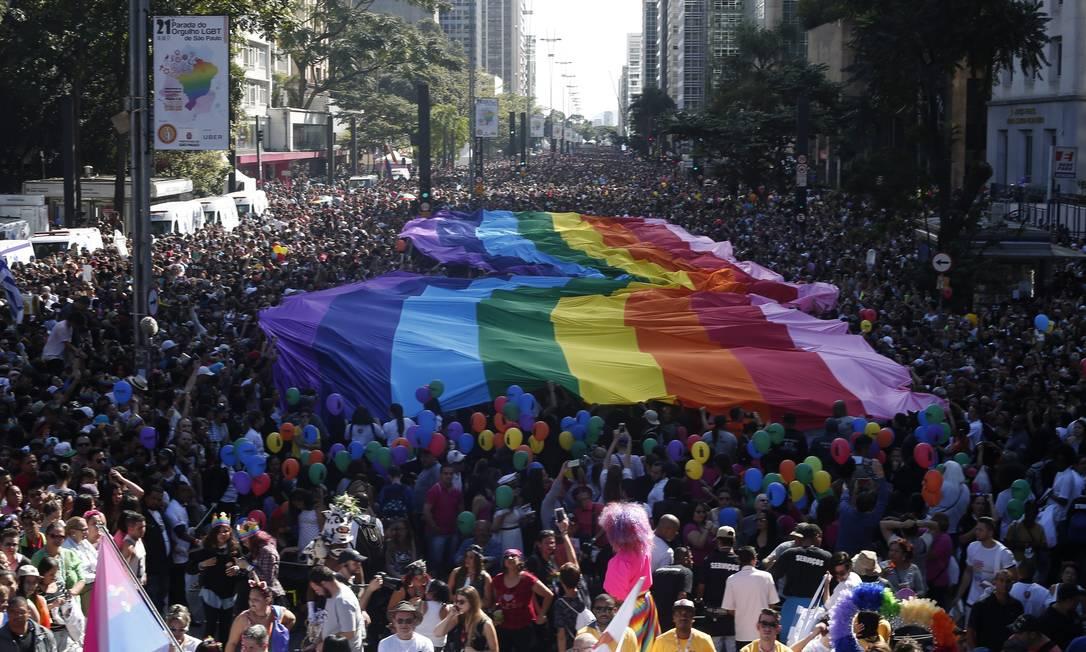 No ano passado, a parada do orgulho LGBT lotou a Avenida Paulista Foto: Marcos Alves / Agência O Globo (18/06/2017)