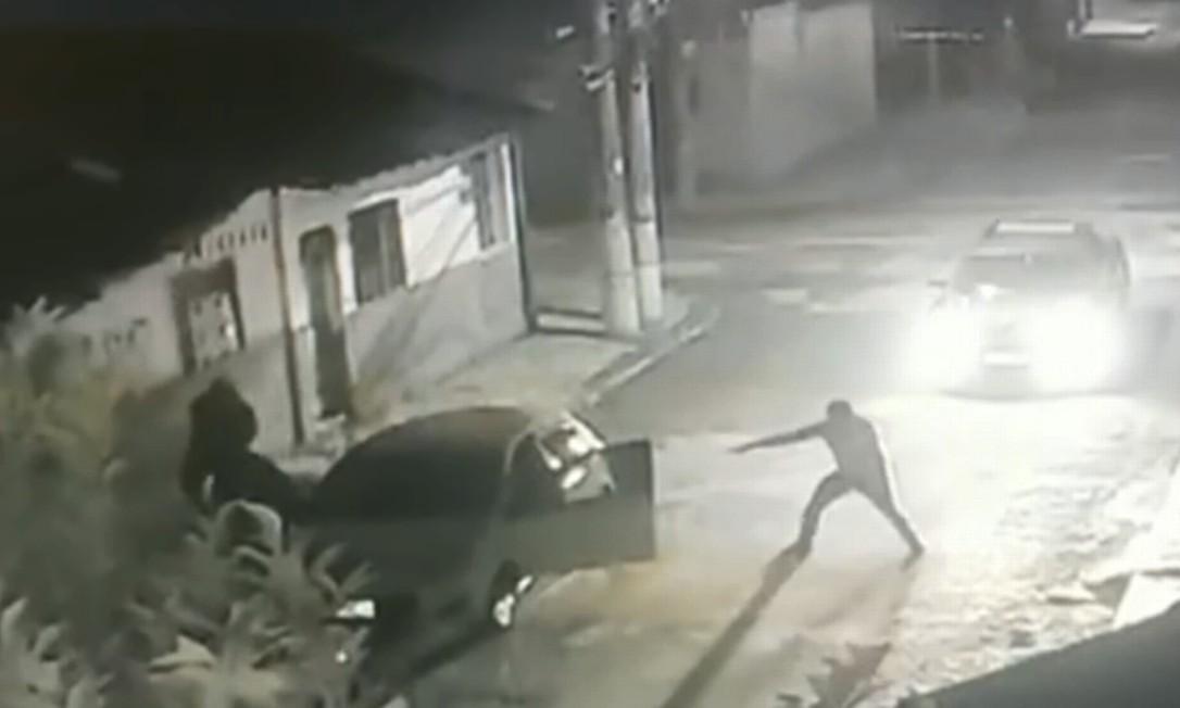 Vídeo gravado em câmera de segurança ajudou investigação a chegar a membros da quadrilha Foto: Reprodução / RJTV 1 / TV Globo