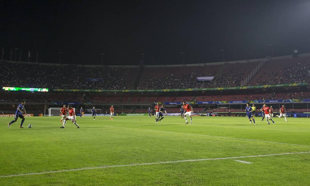 Pouco mais de 23 mil pessoas pagaram ingressos para ver o jogo entre Chile e Japão, no Morumbi Foto: Edilson Dantas