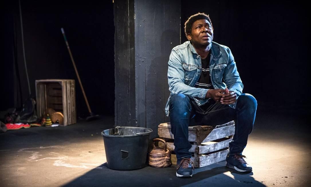 Etienne Minoungou: comediante e ativista de Burkina Faso, acreditaque a herança africana no Brasil corre risco Foto: Divulgação