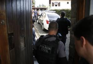 Polícia cumpre mandado de busca e apreensão na casa da deputada Flordelis Foto: Antonio Scorza / Agência O Globo