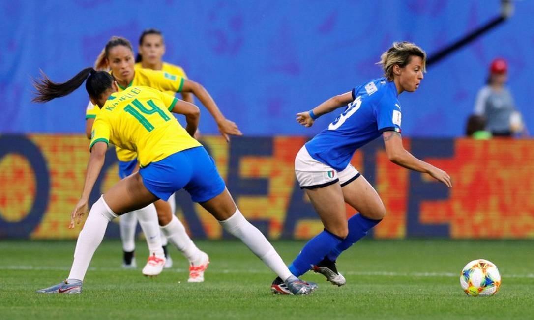 Italiana Valentina Giacinti na disputa com a brasileira Kathellen Foto: PHIL NOBLE / REUTERS