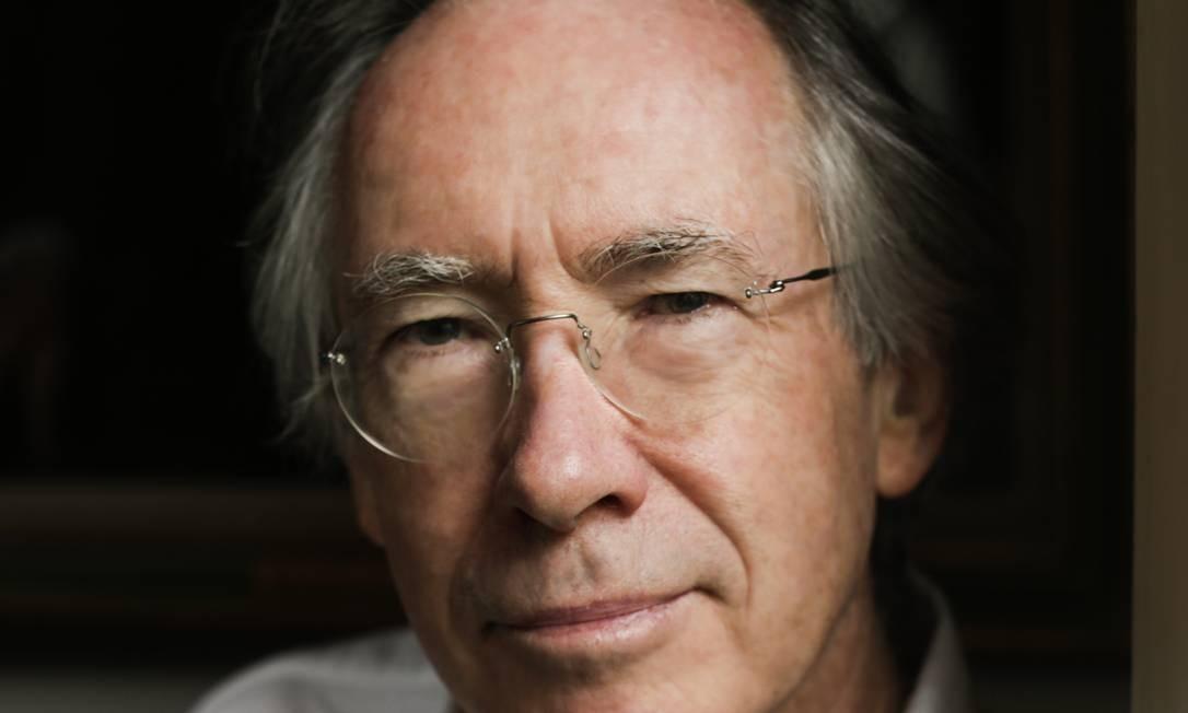 """O escritor inglês Ian McEwan, autor de """"Máquinas como eu"""" Foto: Urszula Soltys / Divulgação"""