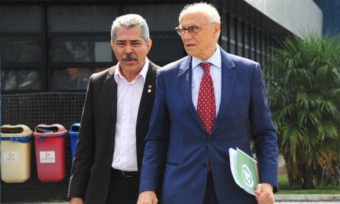 Eduardo Suplicy visita o ex-presidente Lula na Superintendência da Polícia Federal em Curitiba - 26/04/2018 Foto: Código 19 / Agência O Globo