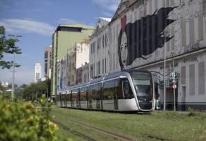 Veículo do VLT na Zona Portuária do Rio Foto: Márcia Foletto / Agência O Globo