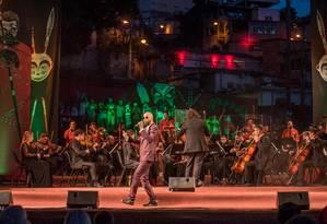 Orquestra de Ouro Preto com o rapper Flávio Renegado Foto: Divulgação/Íris Zanetti