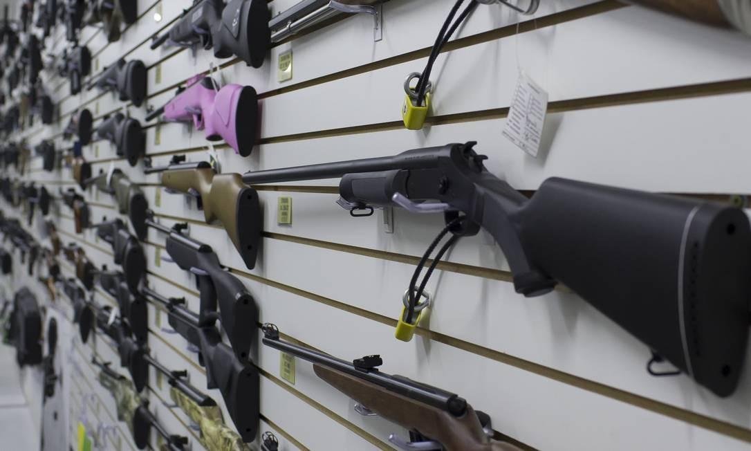 Armas em exibição para venda na loja Top Arms, em São Paulo Foto: Edilson Dantas / Agência O Globo