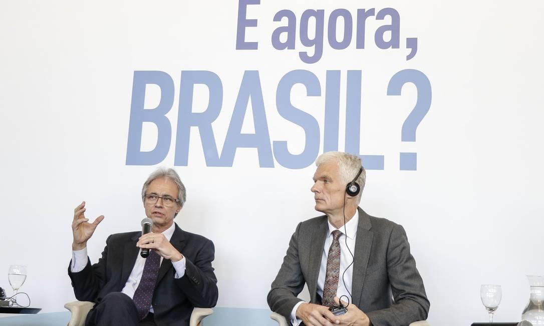 Mozart Ramos e Andreas Schleicher durante o debate Foto: Eduardo Uzal