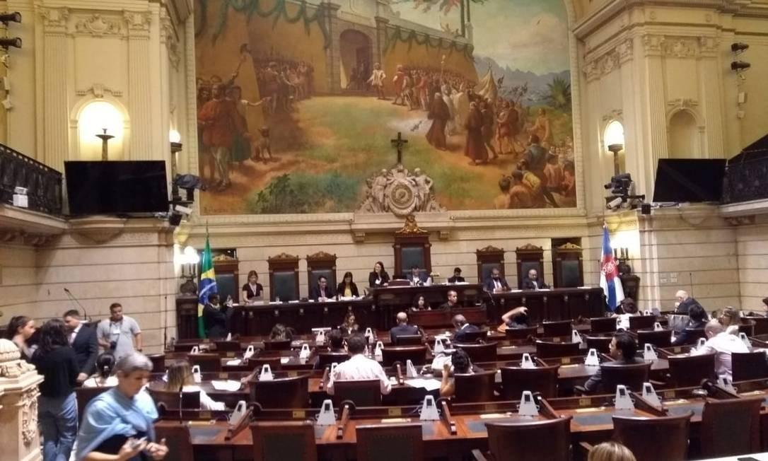 Impeachment de Crivella: Relatório diz que denúncia contra prefeito não procede