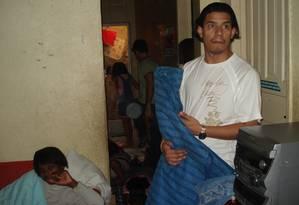 Pastor Anderson, durante filmagens na casa de Flordelis na favela do Jacarezinho Foto: Anderson Correa / Arquivo Pessoal