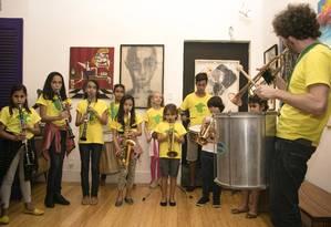 Crianças da Favela Brass, escola que já foi beneficiada pelo leilão Foto: divulgação