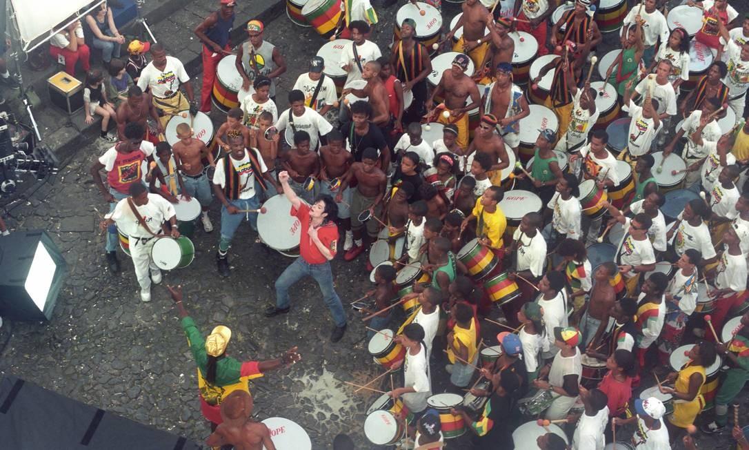 Michael Jackson grava trecho do seu clipe no Pelourinho, em Salvador, Bahia, com participação do bloco Olodum Foto: Lucia Correia Lima / Agência O Globo