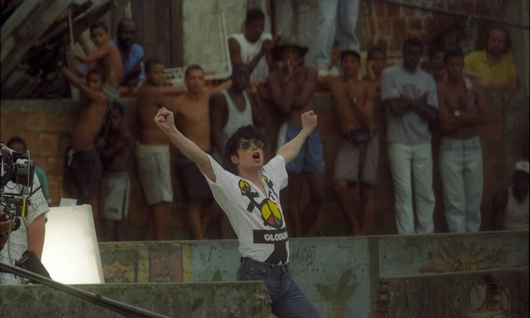 """Em 1996, Michael Jackson retorna ao Brasil para a gravação do clipe da canção """"They don't care about us"""", que teve como cenário o Morro Dona Marta, no Rio de Janeiro, e o Pelourinho, em Salvador Foto: Anibal Philot / Agência O Globo"""