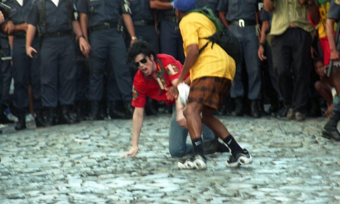 O cantor Michael Jackson na gravação do clipe no Pelourinho Foto: Lucia Correia Lima / Agência O Globo
