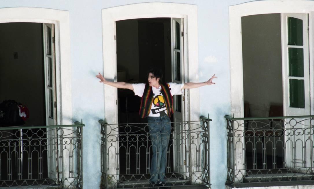 Michael Jackson na sacada dos casarios do Pelourinho Foto: Lucia Correia Lima / Agência O Globo