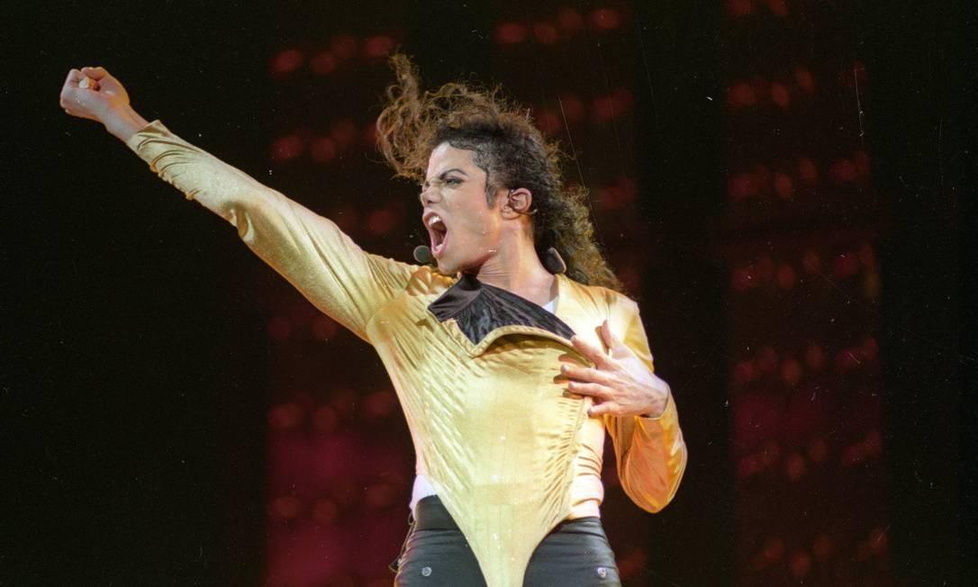 Michael Jackson se apresenta no Estádio do Morumbi, São Paulo, em outubro de 1993. Os ingressos para as duas apresentações do show da turnê mundial Dangerous World Tour esgotaram-se Foto: Ivo Gonzalez / Agência O Globo
