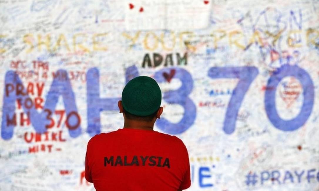 Matéria de revista americana diz que capitão Zaharie Ahmad Shah teria despressurizado o avião até que todos a bordo morressem e, em seguida, voado até mergulhar em alta velocidade no mar Foto: Reuters