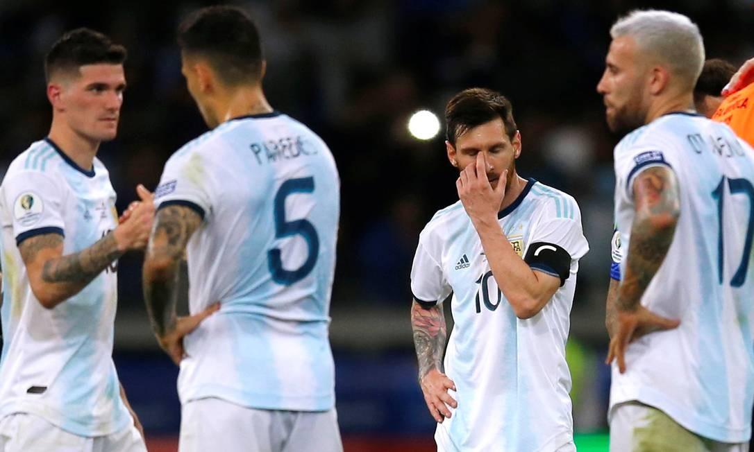 Jogadores da Argentina após o empate com o Paraguai Foto: LUISA GONZALEZ / REUTERS