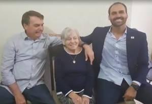 """o presidente visitou a mãe, com quem arriscou um dueto de """"Mama So Tanto Felice"""" e reencontrou-se com amigos de infância Foto: Divulgação / Presidência da República"""