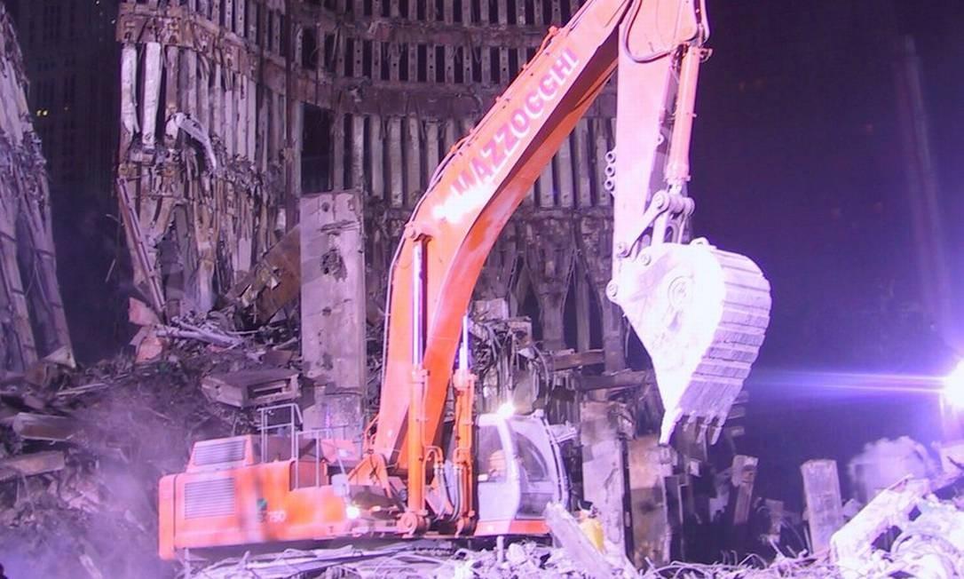 Imagem feita por um dos homens que trabalharam nos destroços das Torres Gêmeas, dias depois dos ataques de 11 de setembro de 2001. Essa e outras 2400 imagens ficaram esquecidas por 18 anos. Foto: JASON SCOTT/TEXTFILES