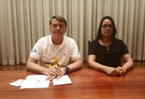Bolsonaro fala em transmissão ao vivo nas redes sociais Foto: Reprodução