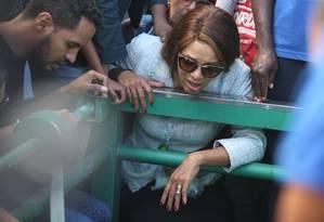 Deputada Flordelis durante o enterro do pastor Anderson do Carmo. Ela passou a ser um dos suspeitos na morte do marido Foto: Fabiano Rocha / Agência O GLOBO
