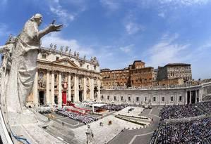 Missa na Praça São Pedro: o Papa Francisco é descrito como Frédéric Martel como