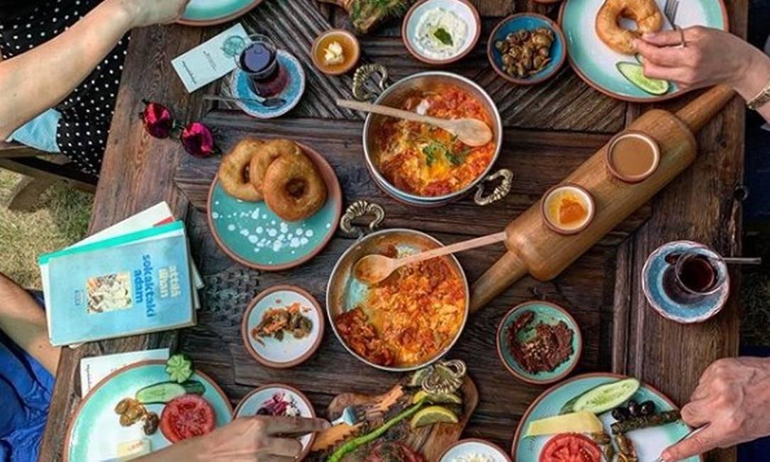 Café da manhã do Cesme Bazlama Kahvalti Nisantasi Foto: Reprodução