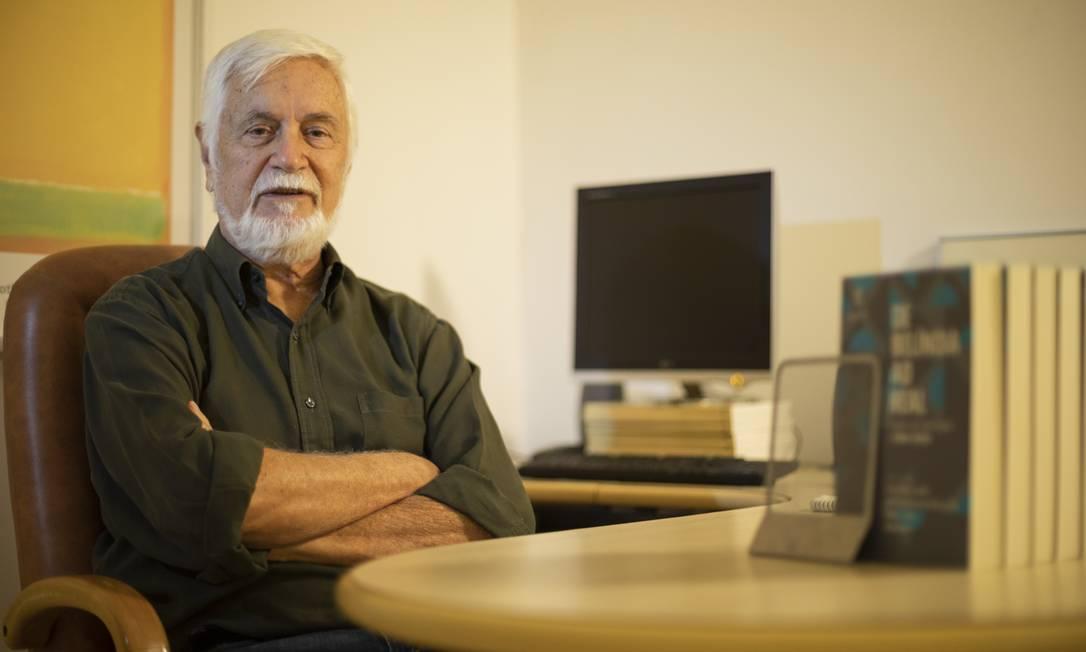 """O economista Edmar Bacha é um dos organizadores do livro """"130 anos: Em busca da República"""" Foto: GABRIEL MONTEIRO / Agência O Globo"""