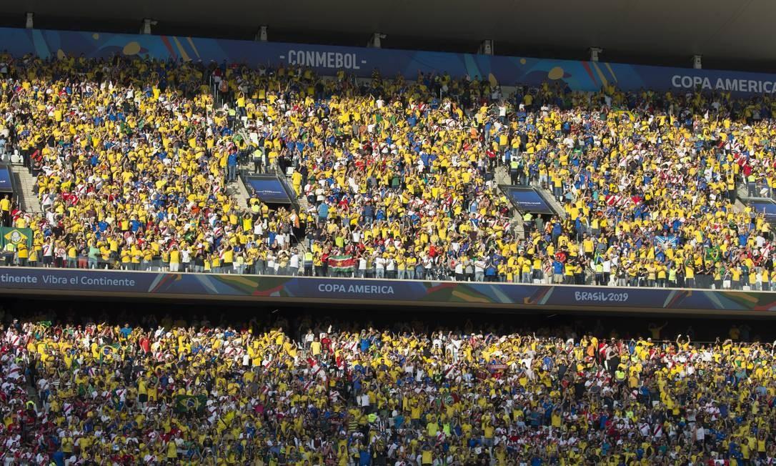 Torcida brasileira presente em grande número à Arena Corinthians Foto: Edilson Dantas / Edilson Dantas