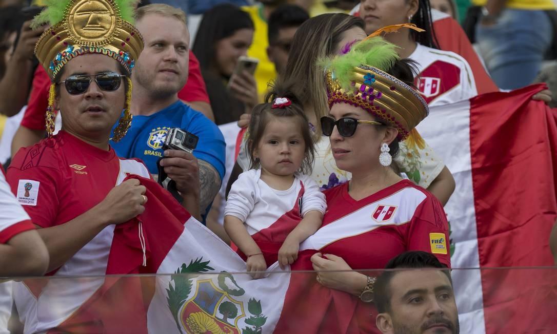 Família peruana também presente ao jogo diante do Brasil Foto: Edilson Dantas