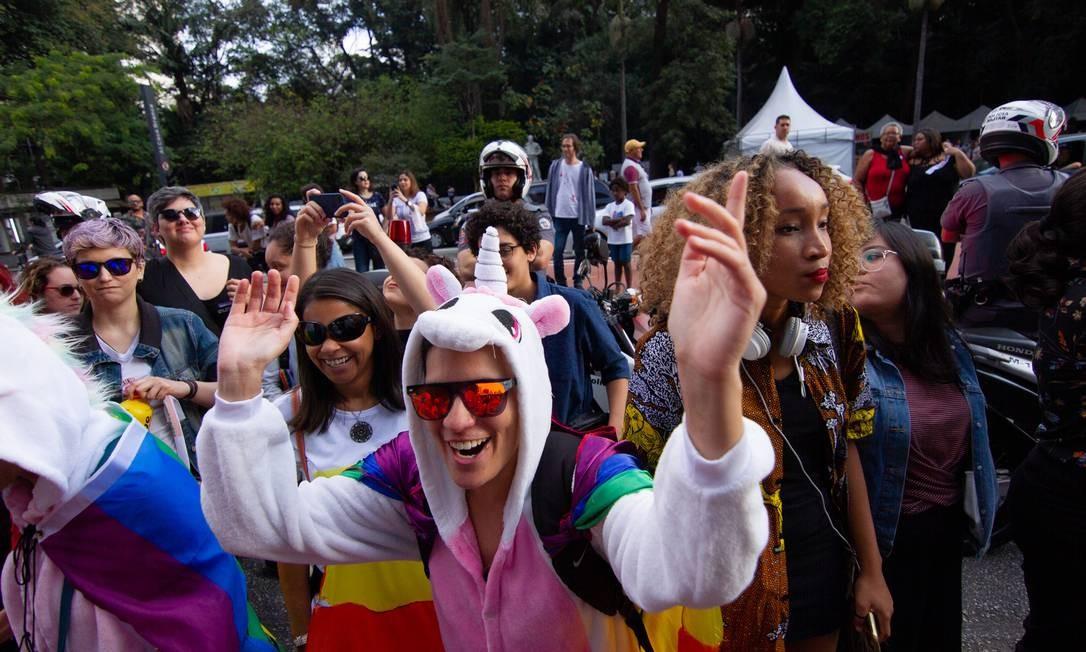 Manifestantes durante a Caminhada de Lésbicas e Bissexuais na avenida Paulista, na tarde de sábado (22) Foto: Kevin David/A7 Press / Agência O Globo