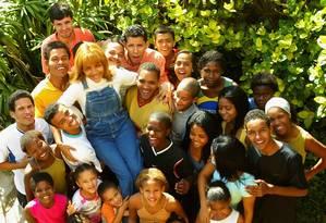 Flordelis e seus 44 filhos adotivos Foto: Reprodução