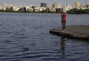 Engenheira ambiental Mariana Vezzone, que participu da análise das amostras em 2015 e 2017 logo após a dragagem da Lagoa para as Olimpíadas. Foto: Custódio Coimbra / Agência O Globo