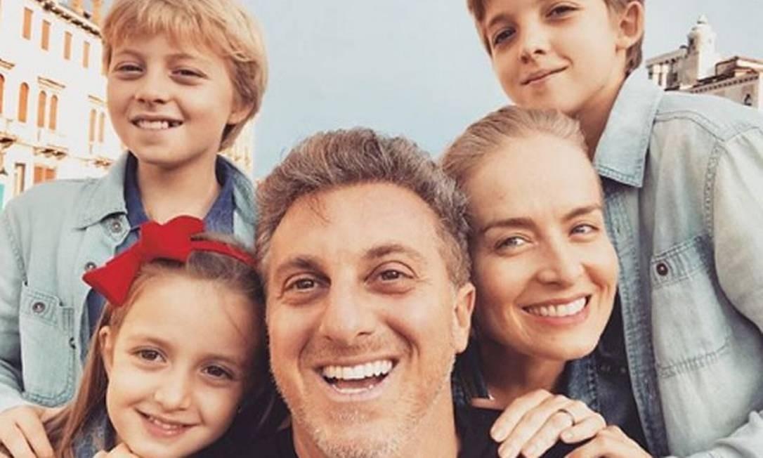 Luciano Huck e Angélica com os filhos: Joaquim (direita), Benício e Eva Foto: Divulgação