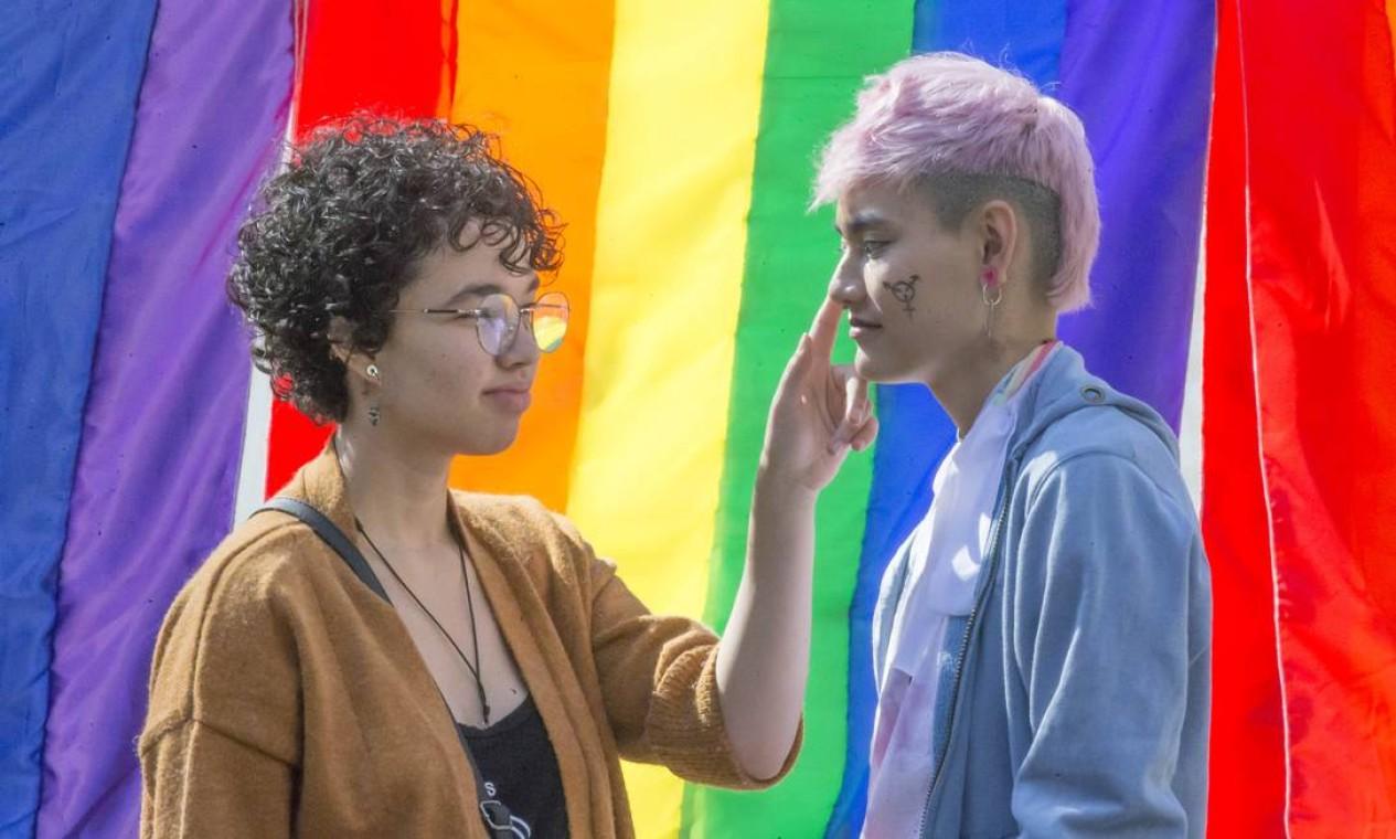 Público começa a chegar para participar da Parada do Orgulho LGBT 2019, que promete reunir 3 milhões de pessoas em São Paulo. Foto: Edilson Dantas / Agência O Globo