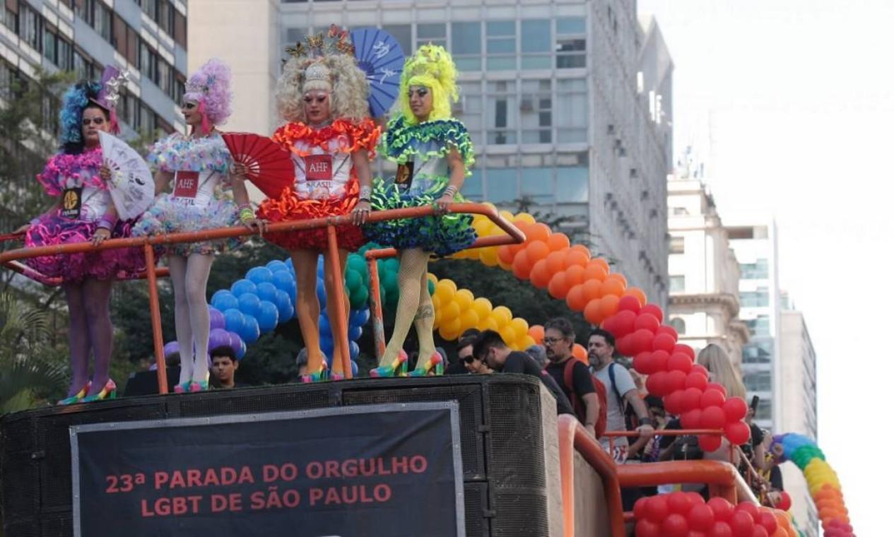Carro de som leva participantes da Parada de Orgulho LGBT, em São Paulo Foto: Agência O Globo