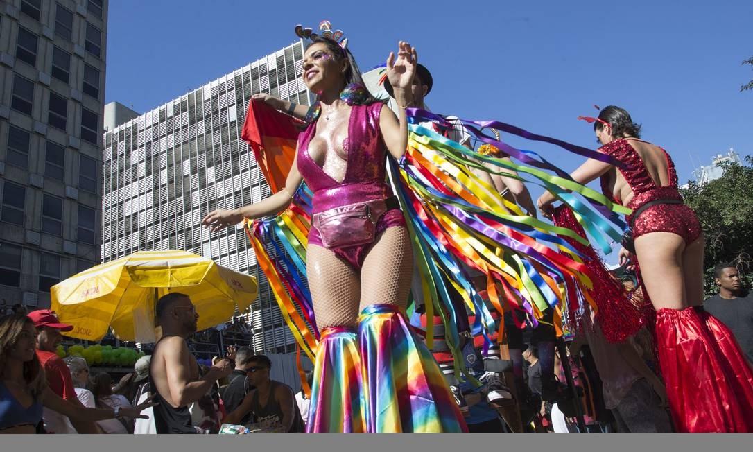 O tema da Parada do Orgulho LGBT, em SP, neste ano é os 50 anos de Stonewall. Foto: Edilson Dantas / Agência O Globo