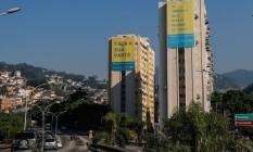 Prédios no Catumbi exibem campanha da prefeitura Foto: Marcelo Regua / Agência O Globo