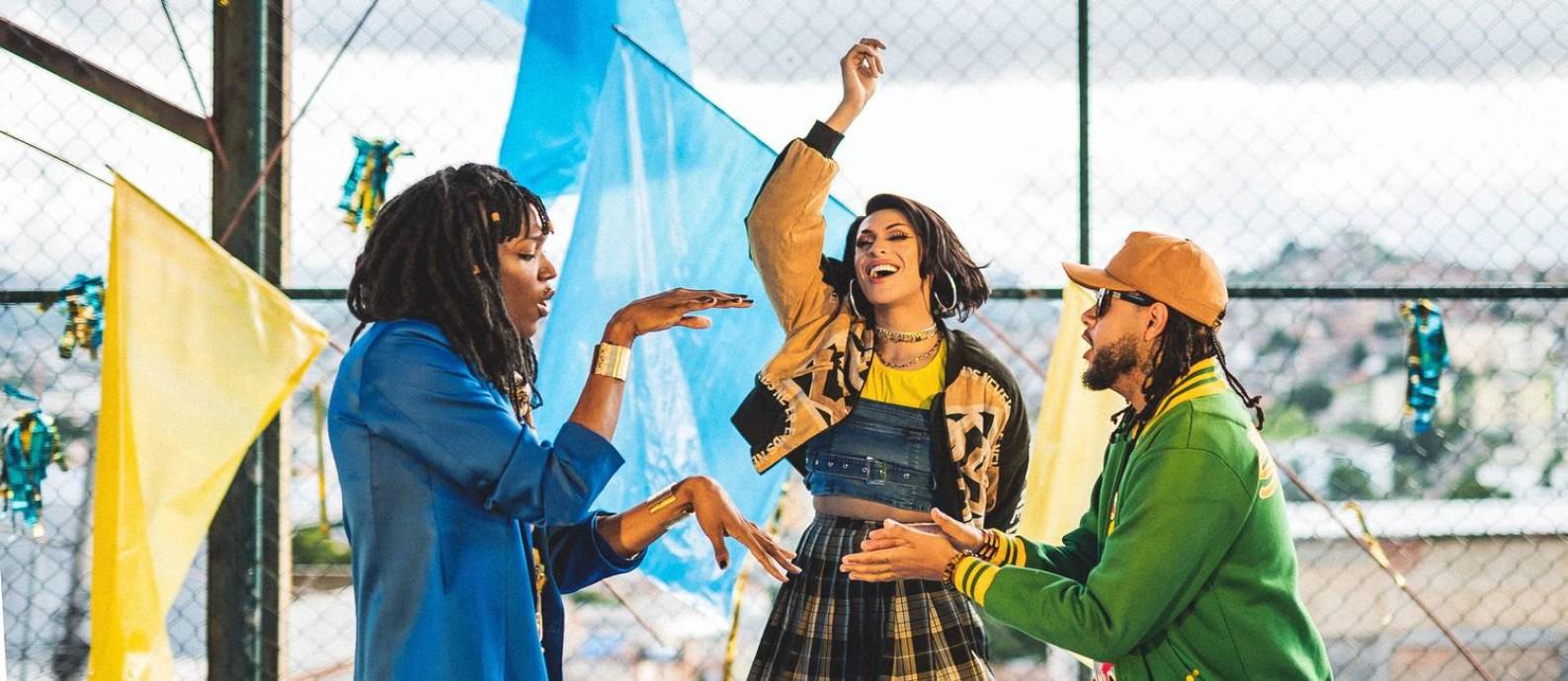 Majur, Pabllo Vittar e Emicida, em cena do clipe de 'AmarElo' Foto: Divulgação
