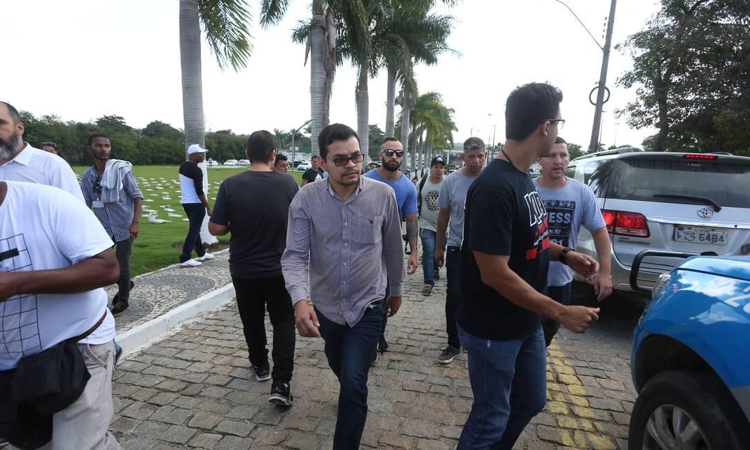 Flávio dos Santos foi preso após o enterro de Anderson do Carmo Foto: Fabiano Rocha / Fabiano Rocha