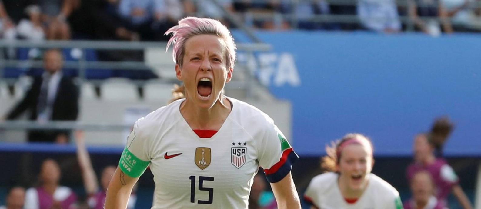 Rapinoe celebra o segundo gol dos EUA sobre a Espanha Foto: BERNADETT SZABO / REUTERS