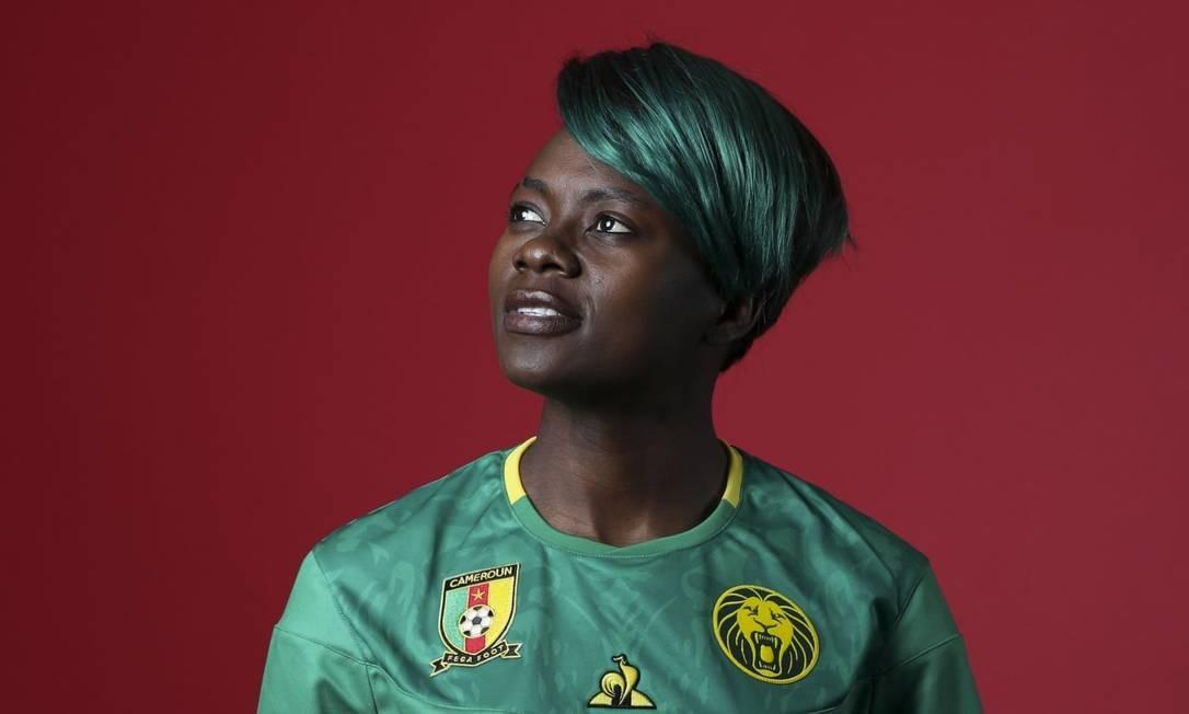 A camaronesa Gaelle Enganamouit tem um dos visuais mais marcantes dessa Copa do Mundo. A atacante de 27 anos é a estrela da seleção e foi eleita a melhor jogadora africana em 2015 Foto: Fifa/Reprodução