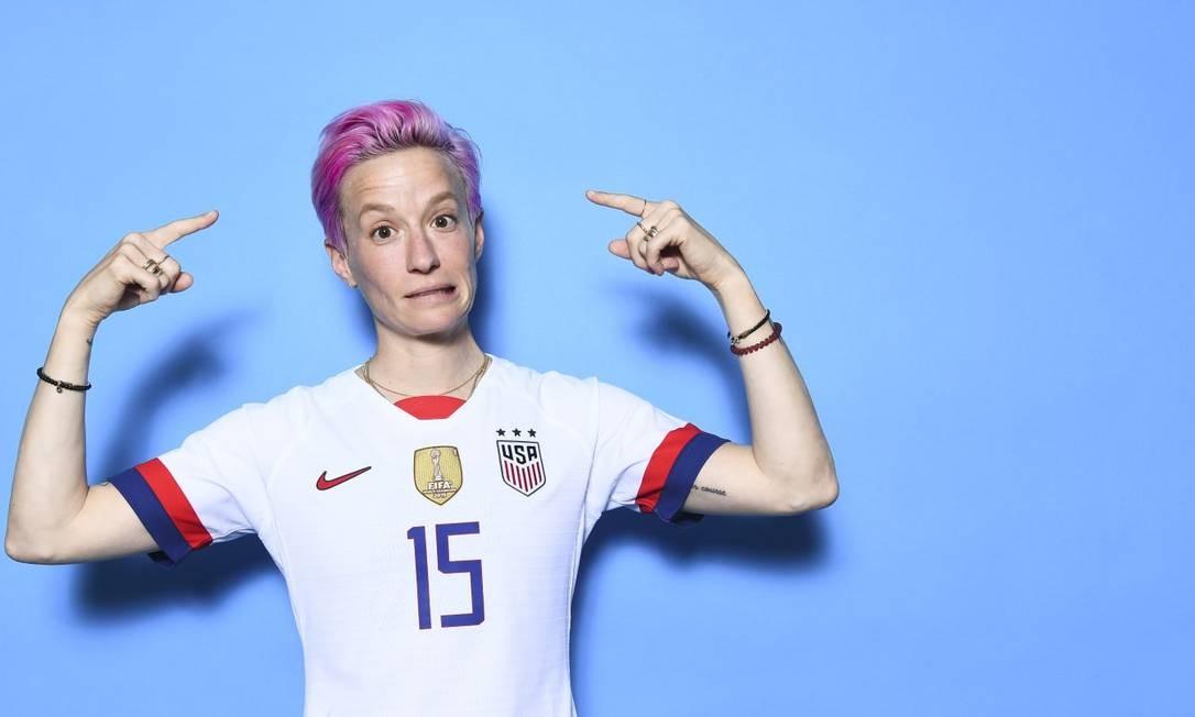 A experiente atacante americana Megan Rapinoe dessa vez apostou no cabelo cor de rosa para buscar sua segunda Copa do Mundo Foto: Fifa/Reprodução