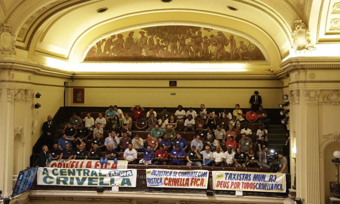 Apoiadores de Crivella durante a sessão plenária desta terça (25) Foto: Marcos Ramos / Agência O Globo