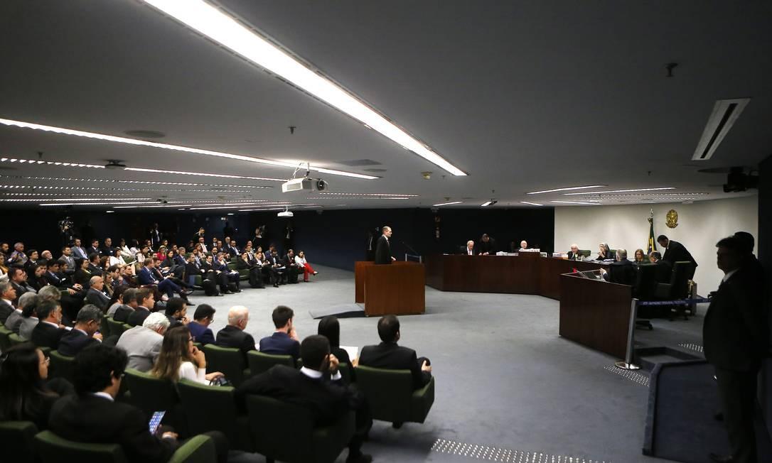 Sessão da Segunda Turma do Supremo Tribunal Federal (STF) em que são decididos dois pedidos de liberdade de Lula Foto: Jorge William / Agência O Globo