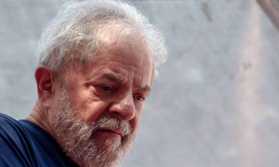 O ex-presidente Luiz Inácio Lula da Silva (PT) está preso em Curitiba, no Paraná, desde abril de 2018 Foto: Miguel Schincariol / AFP